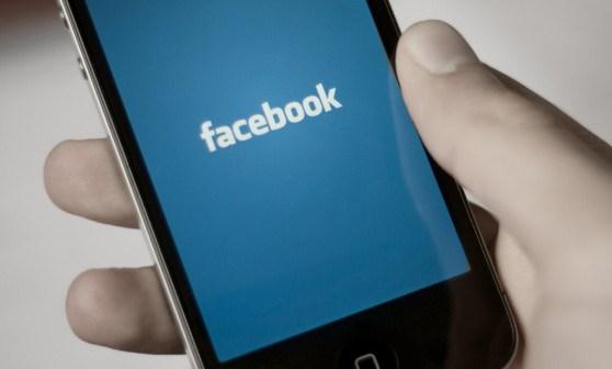 Facebook Testing Snapchat-like Photo Editor For iOS   Ubergizmo