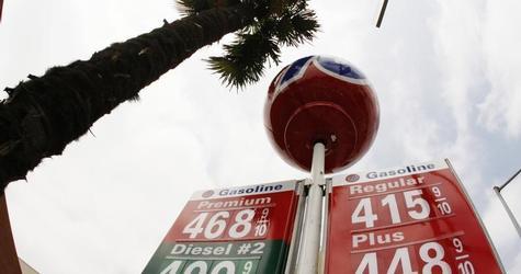 COLUMN-Hedge funds are most bearish on U.S. oil since 2010 Kemp