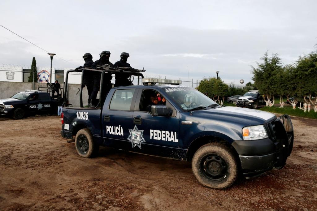 FBI DEA met Mexico agents over Guzman escape Mexico official