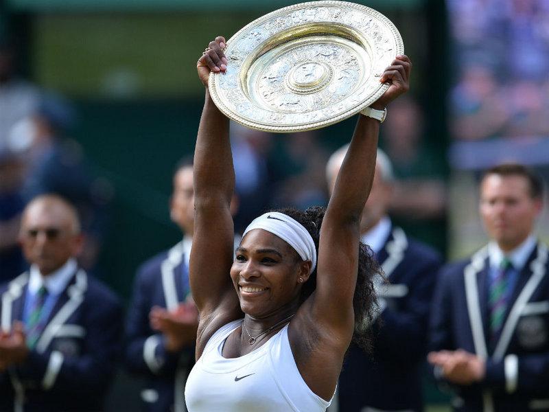 Serena Williams lifts the Venus Rosewater Dish
