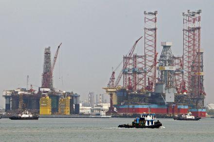 Barrel of US crude drops below $40