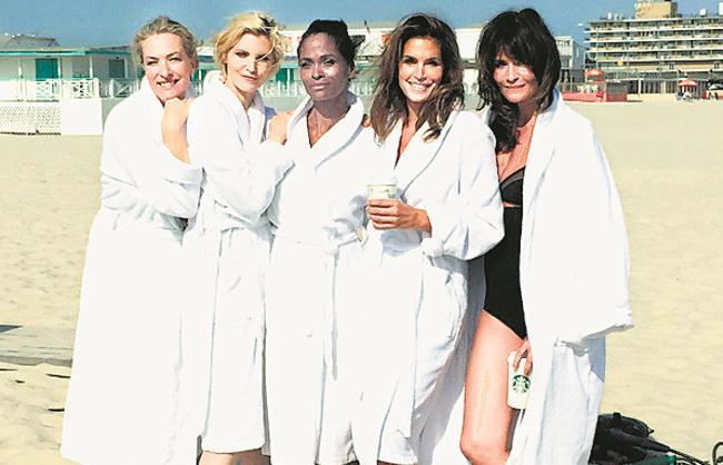 Supermodels Cindy Crawford, Eva Herzigova, and Nadja Auermann Have a