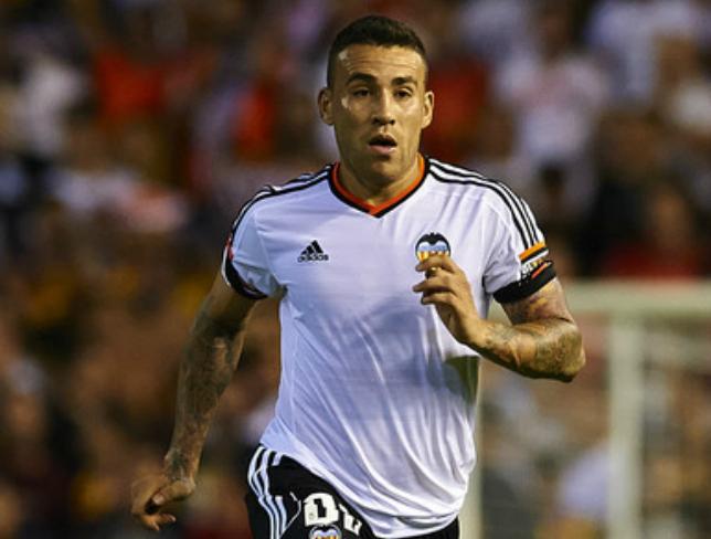 Otamendi could leave Valencia this summer