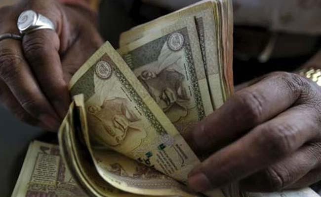 Rupee Falls To 2 Week Low Of 64.20  Dollar As China Devalues Yuan