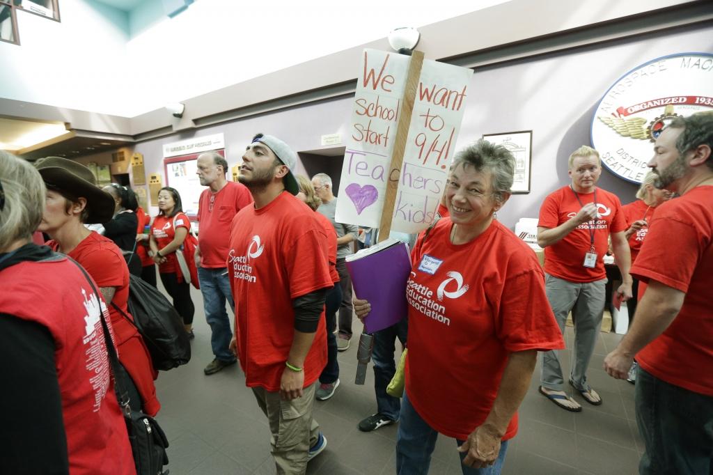 Striking Seattle teachers to return to classroom