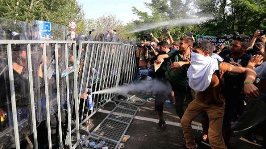 Croatia seeks to redirect migrants toward Hungary, Slovenia