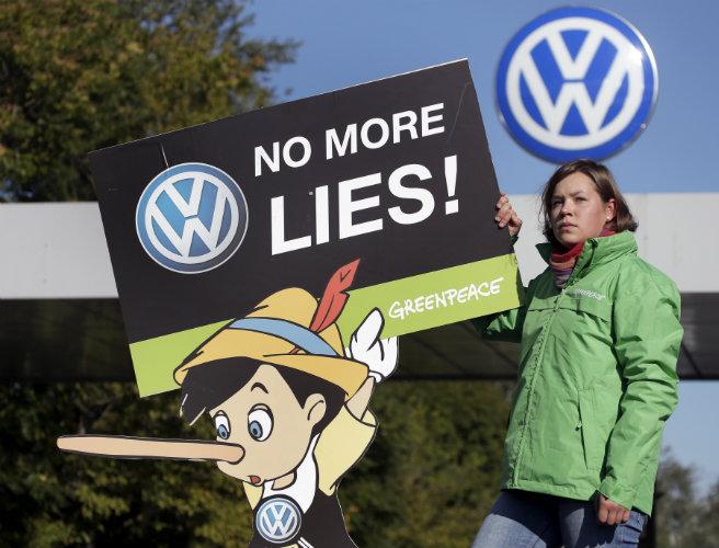 Volkswagen suspends R&D chiefs
