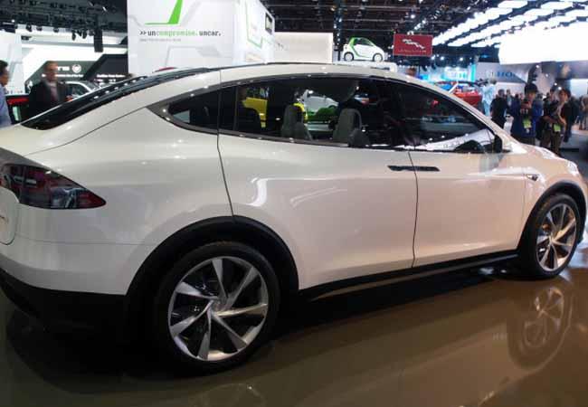 Tesla Model X Can Give You 250 Mile Range