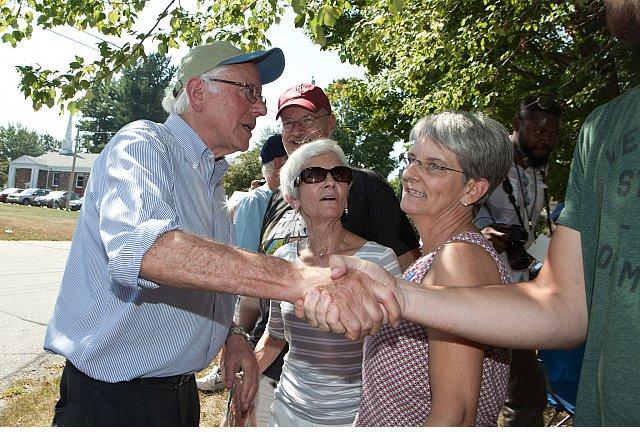 New Quinnipiac poll shows Bernie Sanders Hillary Clinton in Iowa dead heat