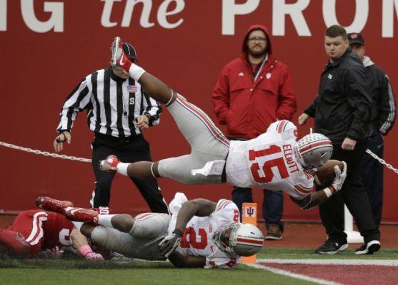 Ohio State's Ezekiel Elliott dives into the