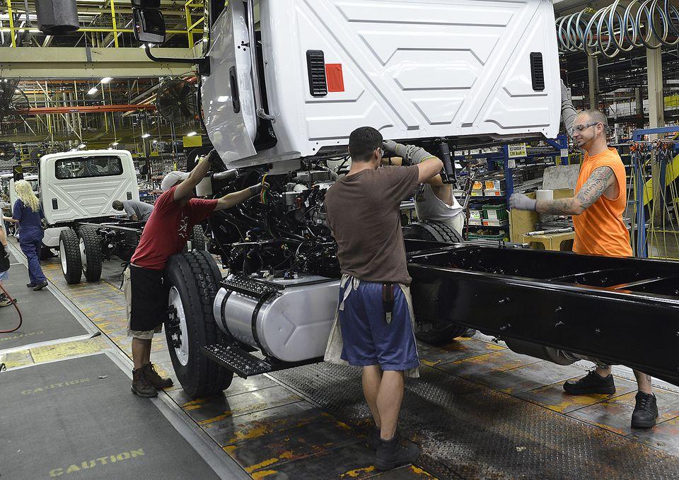 Navistar to build GM trucks as part of deal to add 300 jobs