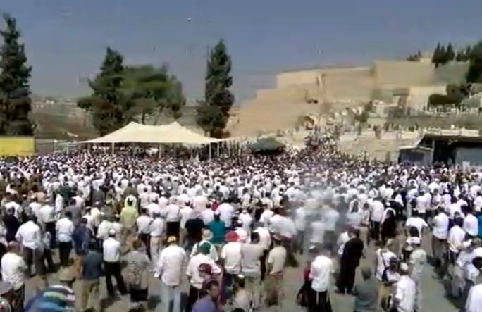 Thousands attend funeral for Rabbi Nehemia Lavi in Jerusalem