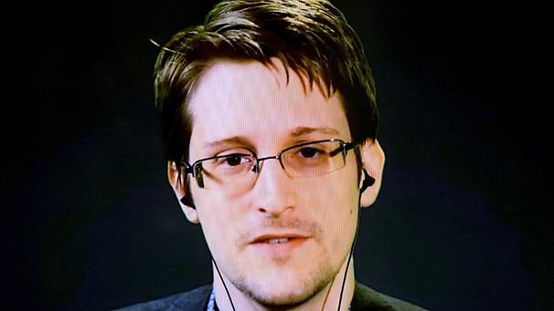 Edward Snowden's first Twitter troll: Republican candidate George Pataki