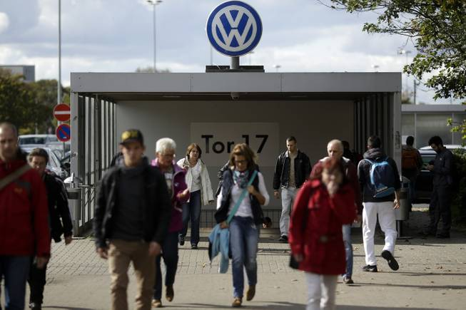 German government ultimatum: VW draws up refit plan for cars in pollution scam