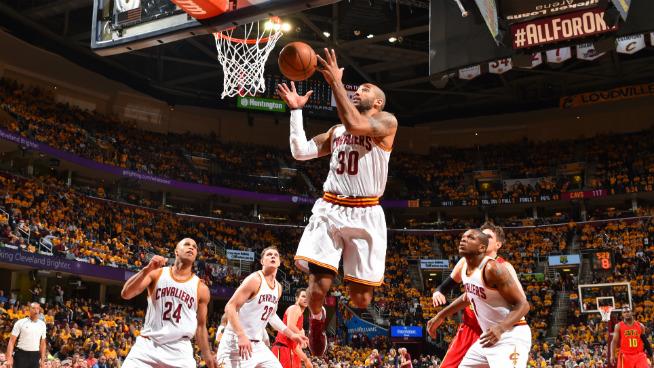 8b53a72ca823 LeBron James will pay Cavaliers teammate Dahntay Jones   80 fine ...