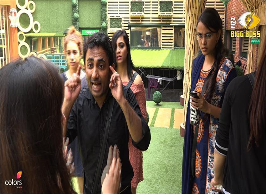 'Bigg Boss 11': Arshi Khan, who 'had sex' with Shahid Afridi, calls him 'mehboob'
