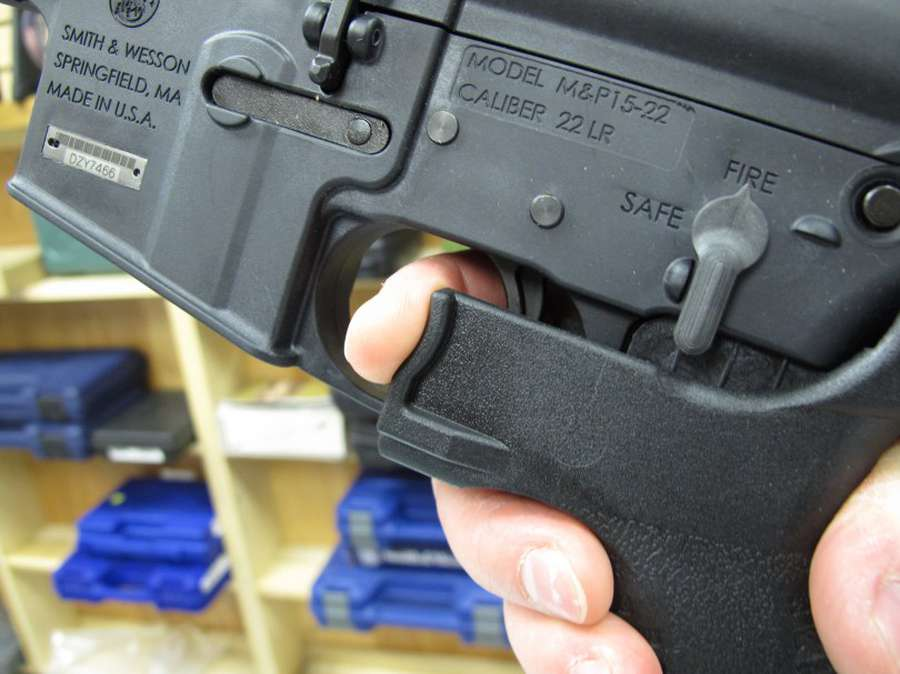 UPDATE 2-'Rat-a-tat' of Las Vegas gunfire points to automatic or modified weapons